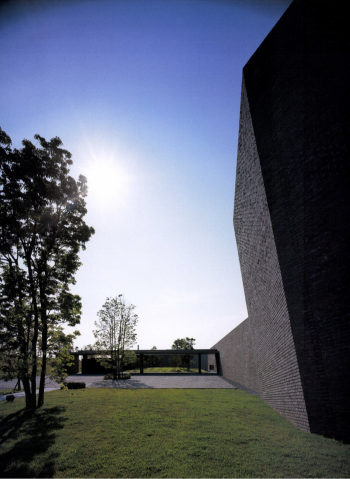 Kaze-no-oka Crematorium / Maki and Associates
