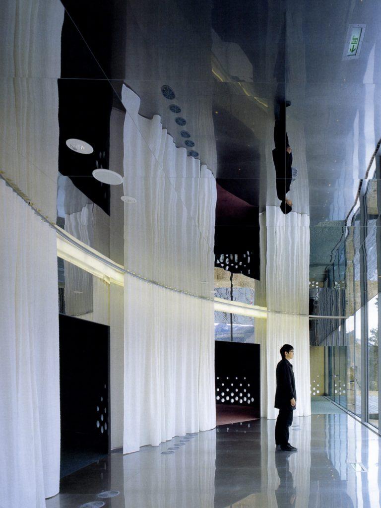Tomihiro Art Museum / AAT + Makoto Yokomizo Architects. Inc