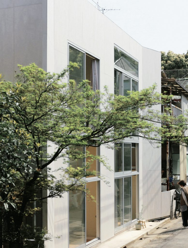 Apartment House in Tokyo / Takahashi Ippei Office